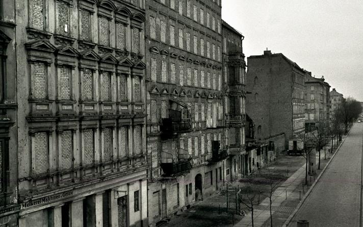 Bernauer-Strasse-Berliner-Mauer-1966